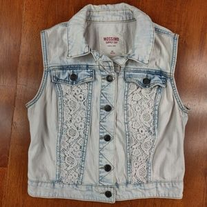 Mossimo Acid Wash White Floral Detail Denim Vest
